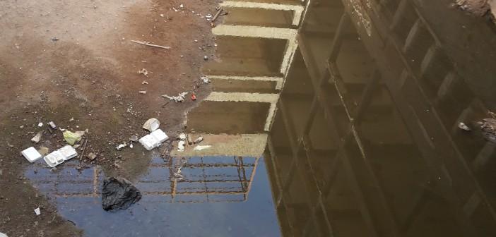 صورة.. مستشفى المبرة في أسيوط يسبح في مياه الصرف الصحي