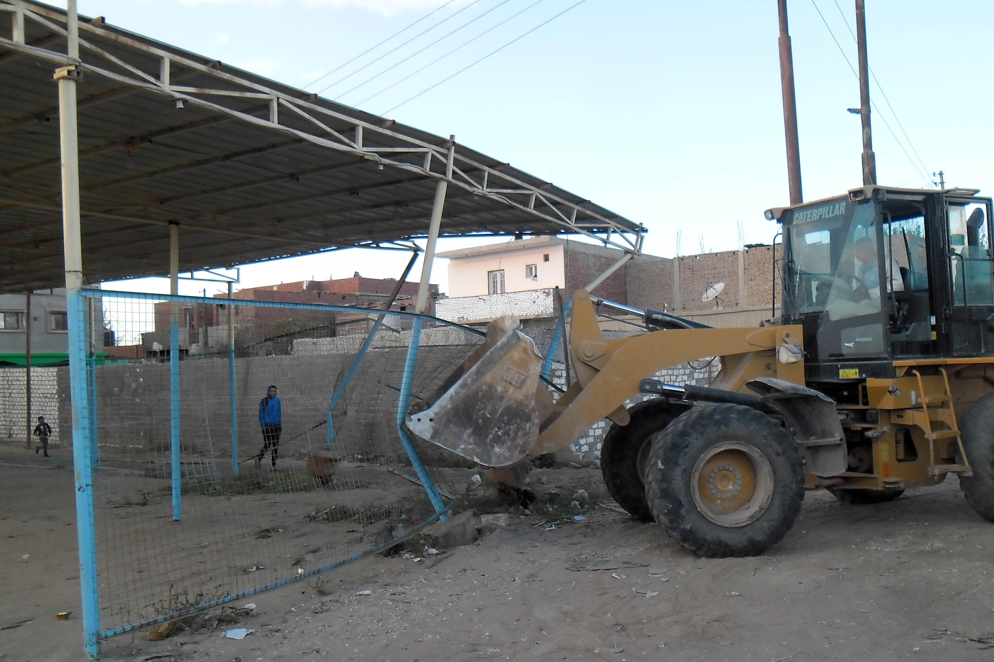 عمليات الإزالة  بمنطقة الحرش  ونطاق القنطرة  غرب - الصور  من ديوان  محافظة الإسماعيلية   (1)
