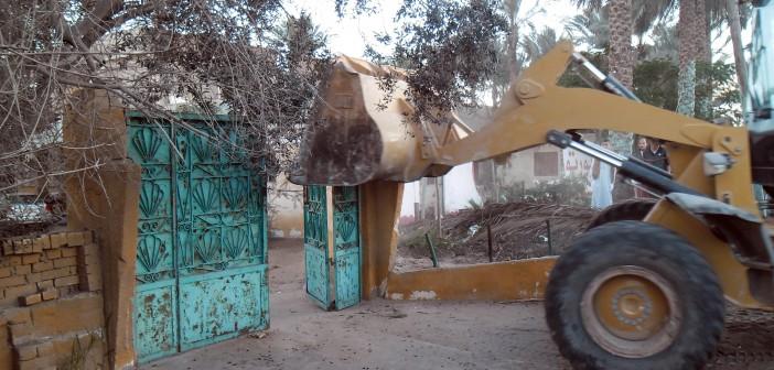 دون تعويضات.. هدم عزبة كاملة لتوسعة طريق الإسماعيلية بورسعيد (صور وفيديو)