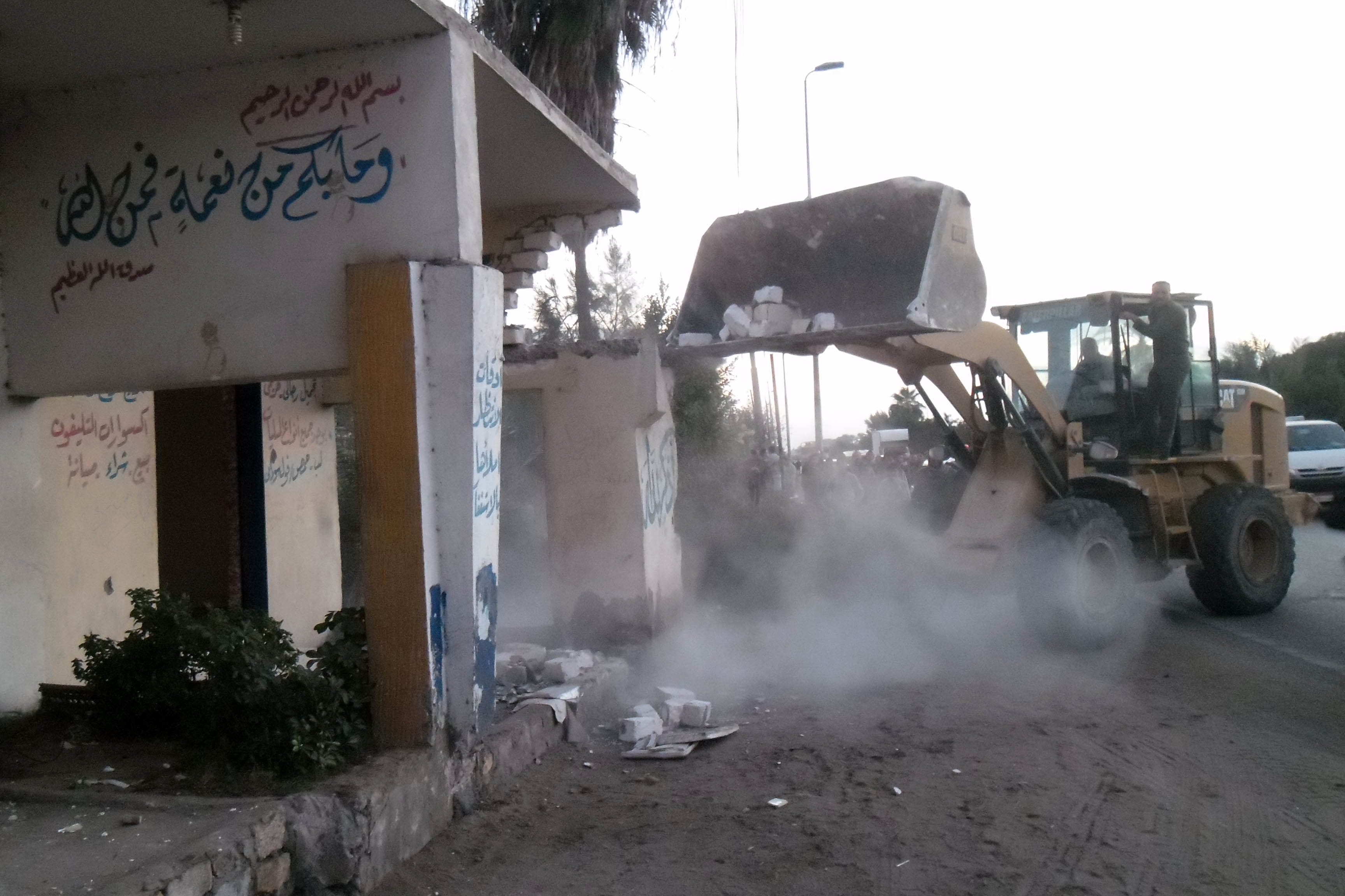 عمليات الإزالة  بمنطقة الحرش  ونطاق القنطرة  غرب - الصور  من ديوان  محافظة الإسماعيلية   (5)