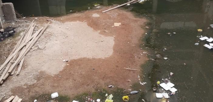 صورة.. للأسبوع الثالث: مستشفى المبرة بأسيوط غارقة في المجاري