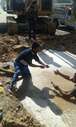أعمال تنبيط خط مياه شرب بمنطقة المشوادى بمركز جرجا سوهاج الصور من يوم الخميس الموافق 19/2/2015