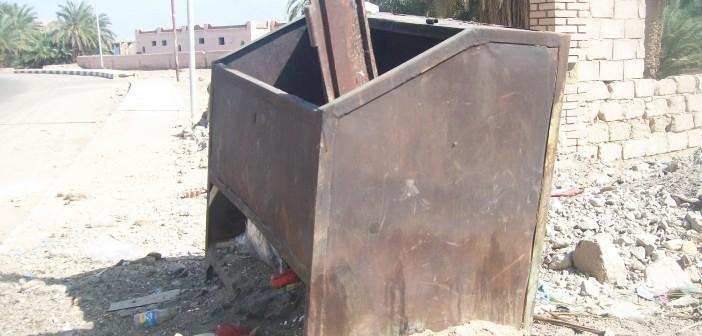 صناديق قمامة متهالكة ومحترقة في نوبيع (صورة)
