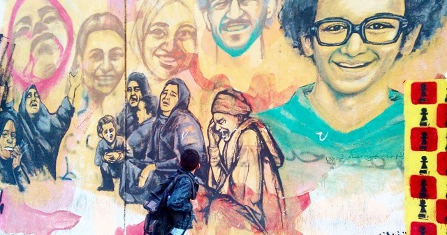 جرافيتي «أم الشهيد» بمحمد محمود: مات الجدع والقهر باقي (صورة)