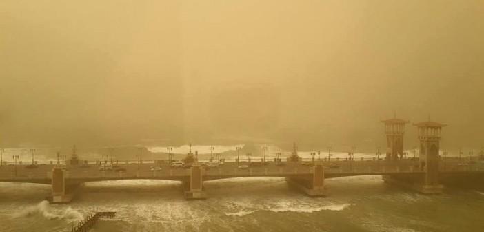 الإسكندرية.. عاصفة شديدة على الكورنيش قرب ستانلي (صورة)