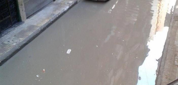 بالصور.. غرق شوارع بالإسكندرية في مياه الصرف الصحي