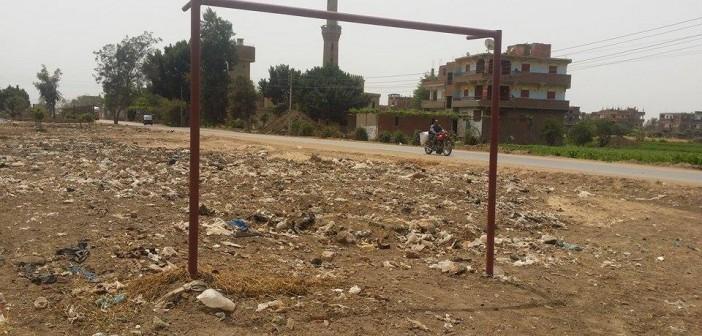 بالصور.. مركز شباب «شمياطس» بين مقلب زبالة وطريقين: «نشاط اقتصادي»