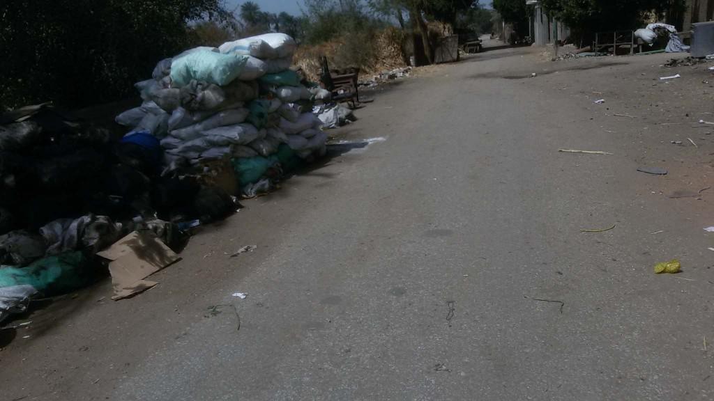 قرية صغيرة يتم تجميع فيها ما تم نبشه من شوارع وميادين سوهاج
