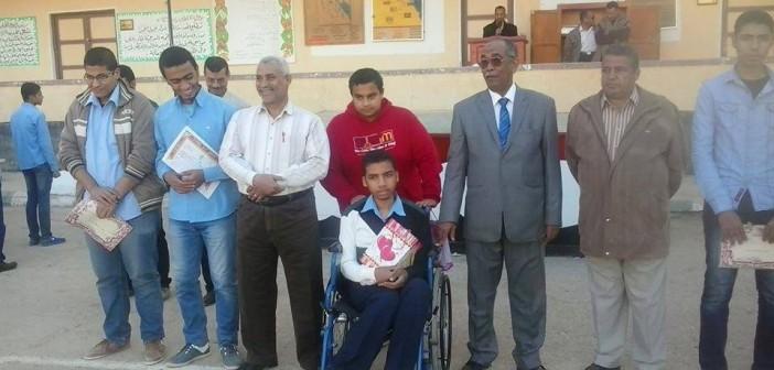 مدرسة «الخارجة» الثانوية تكرم المتميزين والمبدعين من طلابها