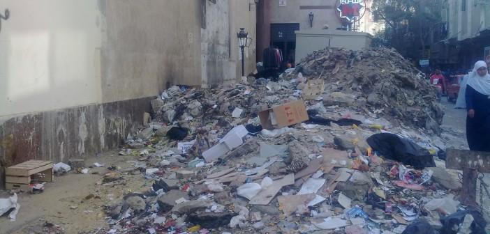 6 أشهر على تحول مدخل مترو حدائق المعادي لمقلب قمامة (صورة)
