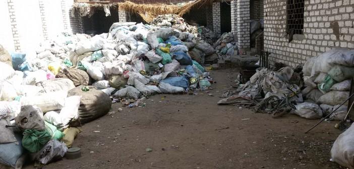 بالصور.. قرية «العواشير».. أهلا بك في المقلب الخلفي لقمامة سوهاج