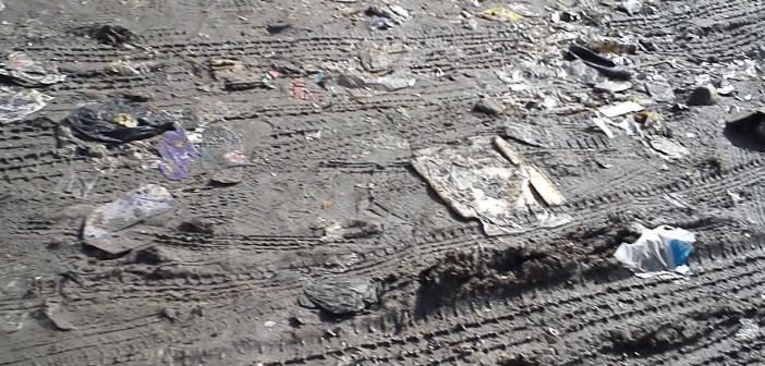 معاناة أهالي حلوان من شوارع الوحل والطين (صور)