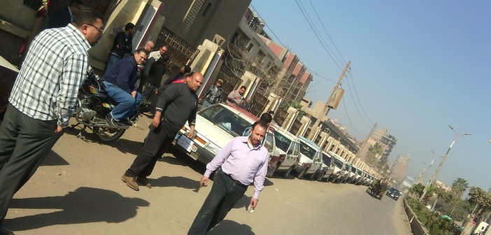 فيديو.. سائقو تاكسي ميت غمر: «التوك توك خرب بيوتنا.. والمحافظة مسألتش عننا من 4 سنين»