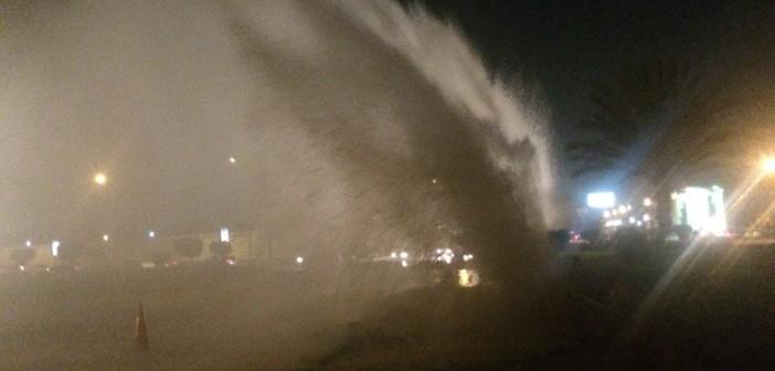 بالصور والفيديو.. انفجار ماسورة مياه في مصر الجديدة