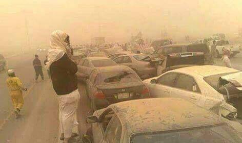 بالصور.. آثار العاصفة الرملية التي اجتاحت دول الخليج