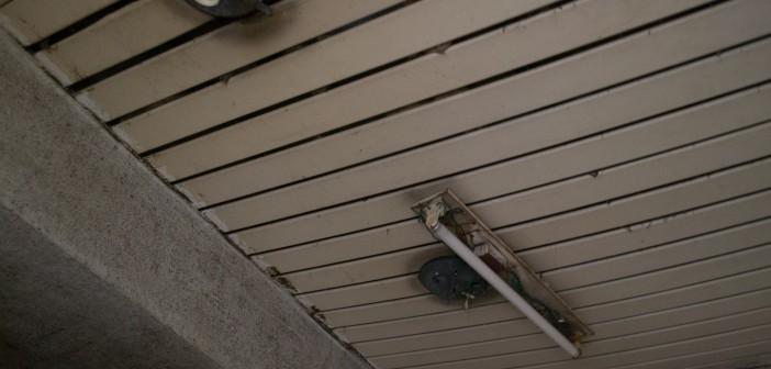 بالصور.. مشاهد من الإهمال في مباني الصالة المغطاة بستاد سوهاج