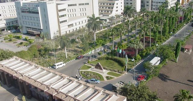 زحام مروري بالشوارع المحيطة لجامعة المنصورة يوميًا دون حل (صورة)