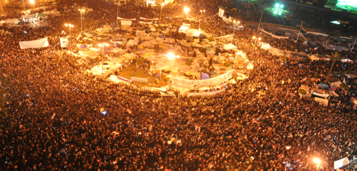 حكاوي 25 يناير.. الليلة الأولى بمعسكر السلام ومانشيت «إنذار» (18 يوم ثورة)