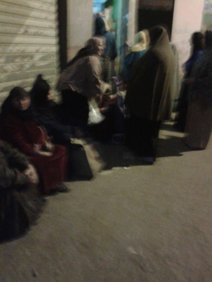 الغربية: زحام أمام المجمعات الاستهلاكية