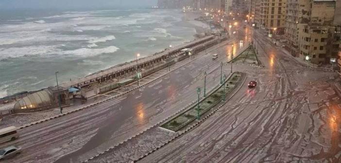 الثلج يكسو الإسكندرية باللون الأبيض (صور)