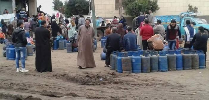 بالصور.. تصاعد أزمة البوتجاز في الغربية: طوابير في رحلة البحث عن أنبوبة