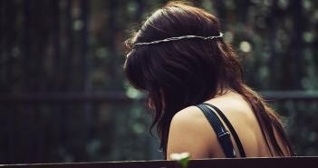 وحدة .. فتاة .. حزن .. اكتئاب