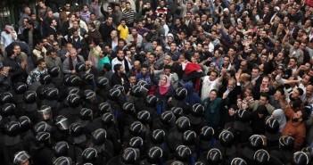 مواجهات بين المتظاهرين وقوات الأمن في 25 يناير