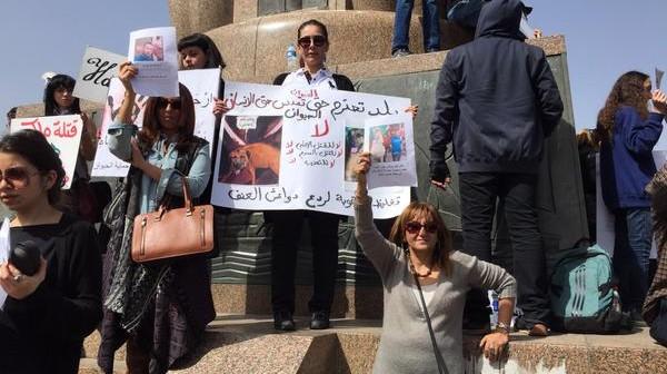 بالصور.. وقفة لدعاة حقوق الحيوان احتجاجًا على ذبح «كلب شارع الأهرام»
