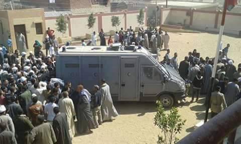 الشرطة في خدمة بنت العميد: اقتحام مدرسة بالفيوم بالمدرعات