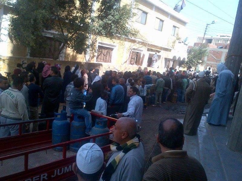 الغربية.. طوابير المواطنين أمام مستودعات أنابيب البوتاجاز