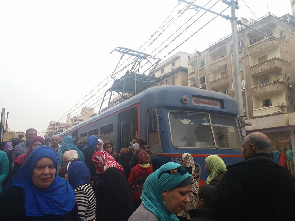 صورة.. مشادات بين ركاب ترام الإسكندرية وسائقيه