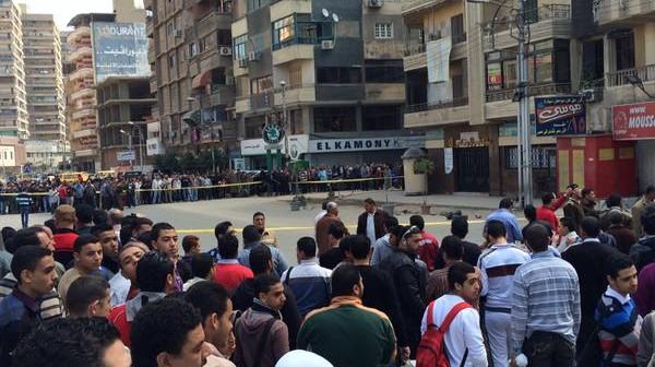 بالصور.. العثور على قنبلة أمام بنك ناصر بالمحلة.. ومحاولات لتفكيكها