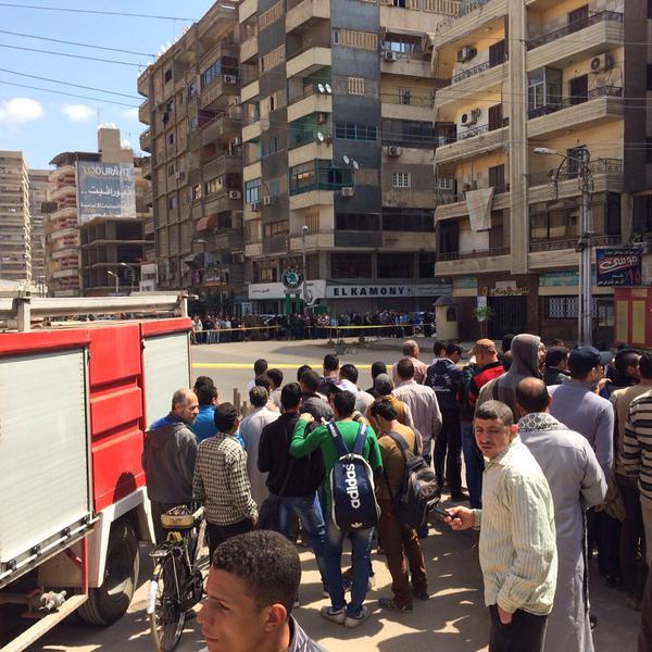 العثور على قنبلة أمام بنك ناصر بالمحلة (تصوير طارق أبو رية)