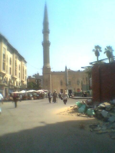 القاهرة.. تشويه مسجد الحسين بمبان جديدة حوله