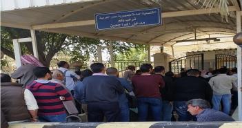معاناة المصريين في الخارج على أبواب السفارات المصرية