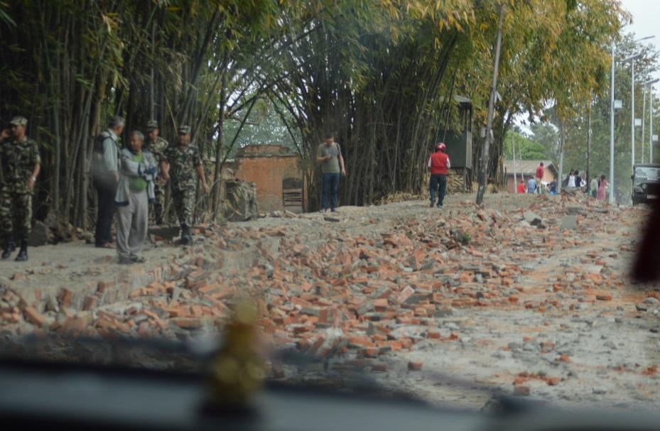 آثار الزلزال في بعض الشوارع وانتشار الجيش (تصوير أحمد الصعيدي)