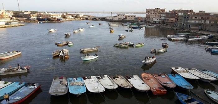 بالصور.. منع 150 قاربًا من الصيد.. و900 شاب ينضمون لطابور البطالة بإدكو