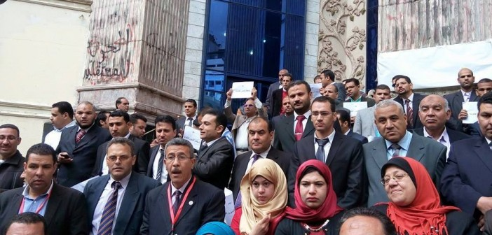 بالصور.. تظاهر الباحثين القانونيين للمطالبة بهيئة مستقلة للتحقيق في قضايا الفساد