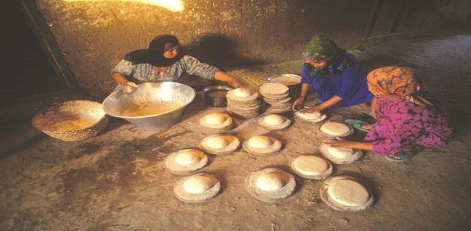 العيش الشمسي.. زاد أهل الصعيد في مواجهة منظومة الخبز الجديدة