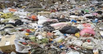 القمامة تملأ ترعة الجبل بالزيتون قرب قصر القبة