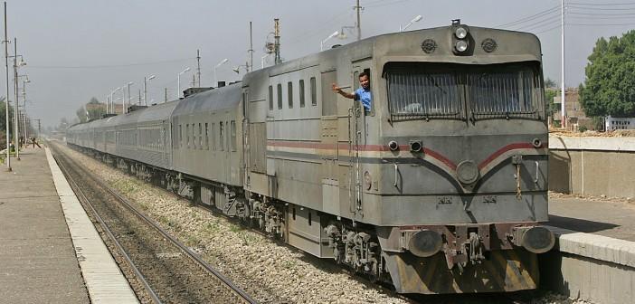 إصابة 3 ركاب في قذف قطار «القاهرة ـ أسوان» بالطوب