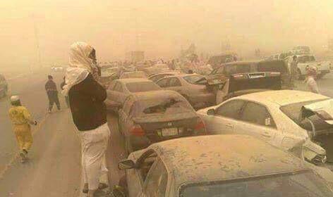 آثار العاصفة الرملية في الكويت