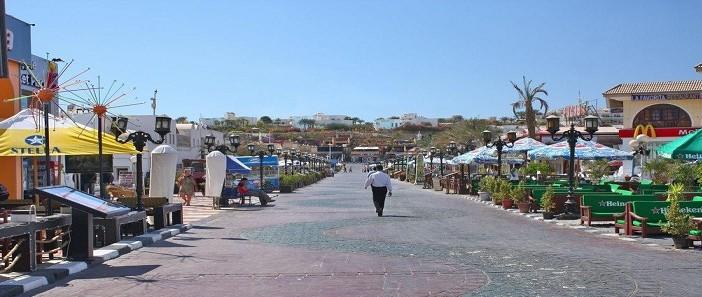 عامل في شرم الشيخ: خالية كالصحراء من السائحين