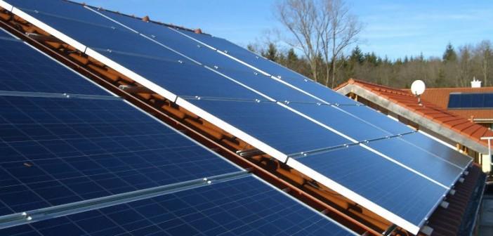 خبير طاقة دولي: مدينة الشروق أزالت خلية شمسية لأني رفضت «أمشي حالي بالرشاوي»
