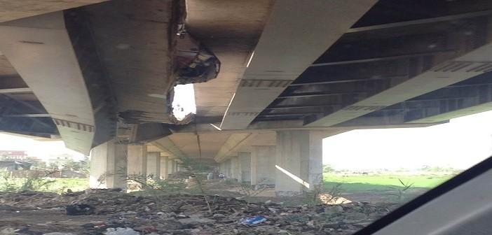 بالصور.. انهيار في كوبري طريق جمصة ـ المنصورة يهدد بكوارث مرورية