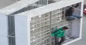 عمال اللافتات الإعلانية في الفيوم