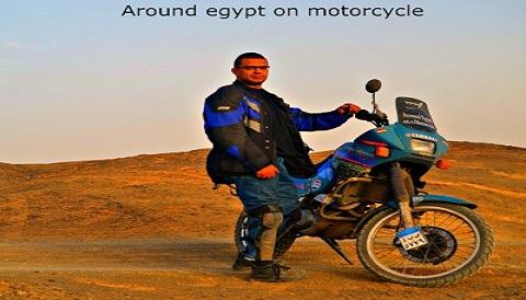 بالصور.. شاب يطوف مصر ويقطع آلاف الكيلومترات «بالموتوسيكل» في 7 أيام