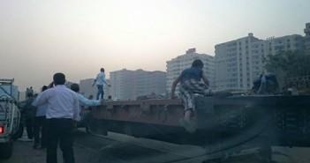 مواطنو النزهة تخت حصار الصرف وغلق مزلقان المنطقة