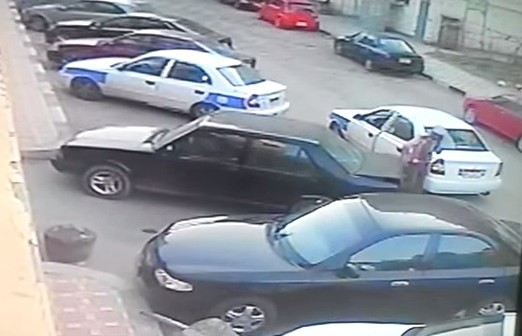 بالفيديو.. سرقة سيارة ببورسعيد في «عز النهار» (🎥)