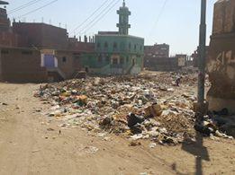 القمامة تحاصر 3 آلاف مواطن في أسيوط (صور)